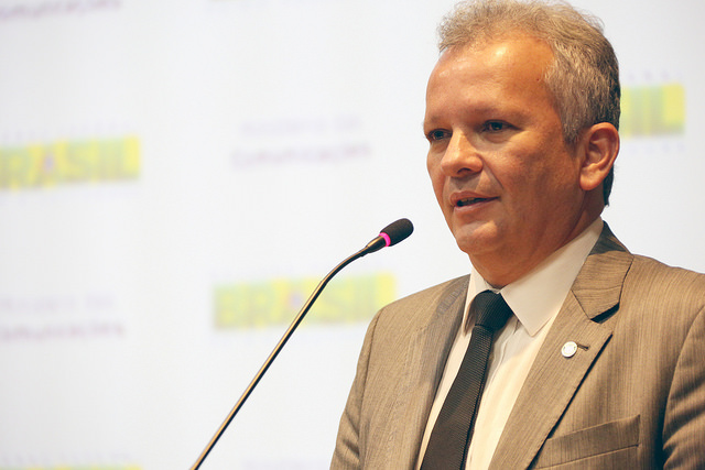 Notícia: Ministro das Comunicações declara que o governo federal apresentará um novo plano de outorgas para a radiofusão comercial.