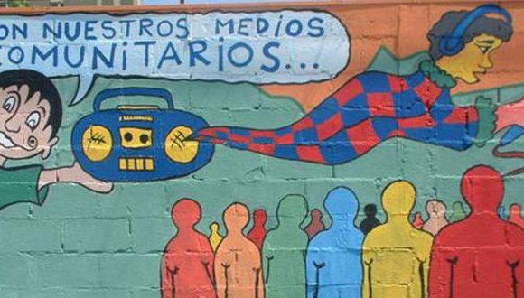 Projetos permitem publicidade paga em rádios comunitárias