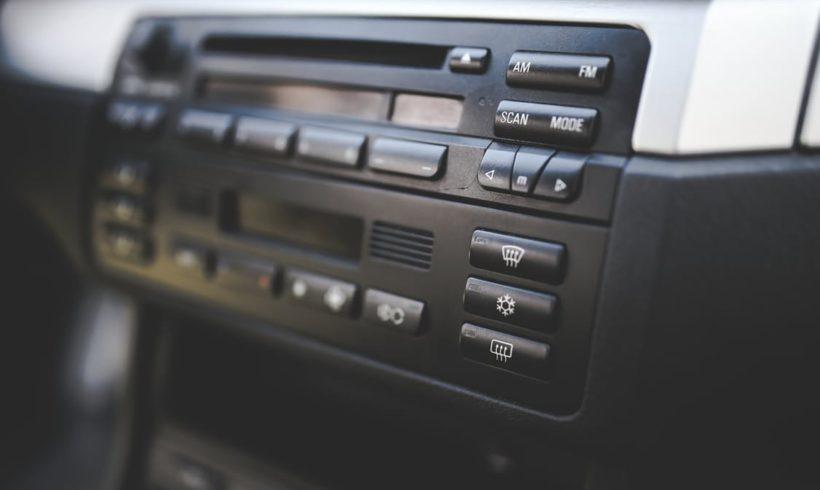 Rádios devem veicular 300 minutos de programas educacionais por Semana