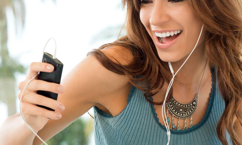 Notícia: Governo federal cria regra para que ferramentas de streaming de música online façam o pagamento de direitos autorais.